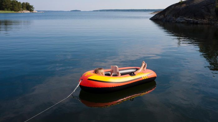 What Procedures Are Necessary When Towing a Dinghy?