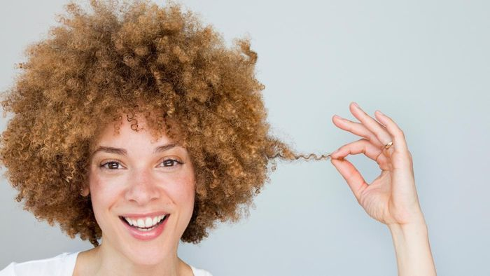What Are a Few Examples of Cute Curly Hairstyles?