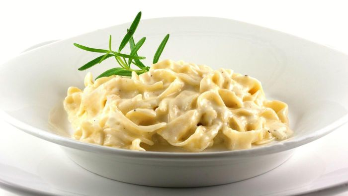 What is a recipe for fettuccine alfredo?