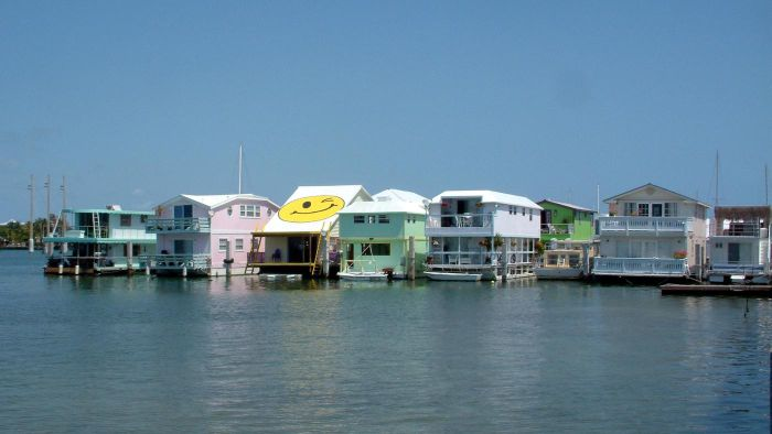 Where Can You Buy Used Houseboats in Florida?