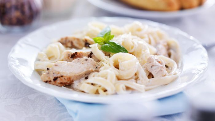 What Are Some Simple Chicken Alfredo Recipes?