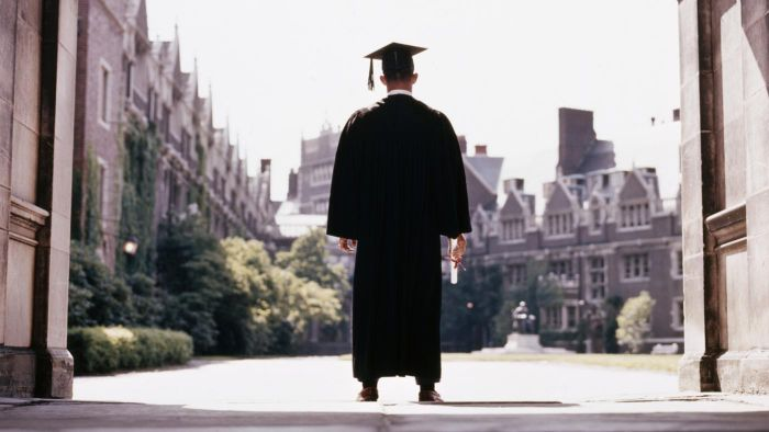 How Do Universities Become Accredited?
