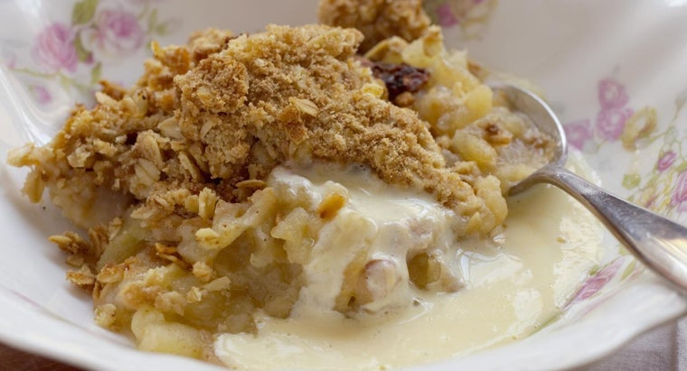 What Is an Easy Recipe for an Apple Oatmeal Crisp?