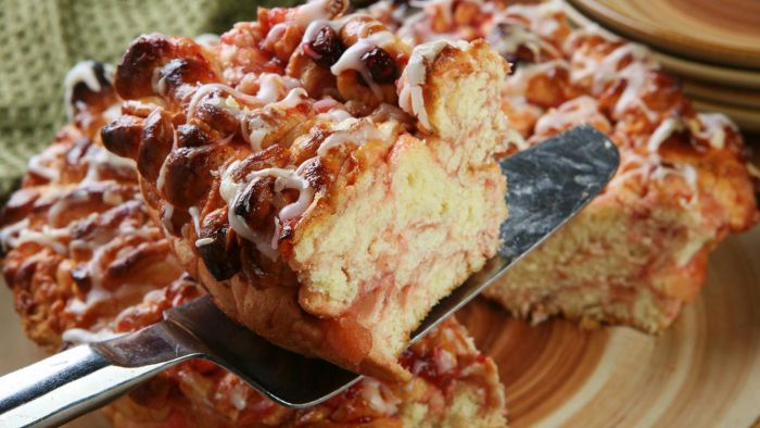 What Is an Easy Recipe for Monkey Bread?