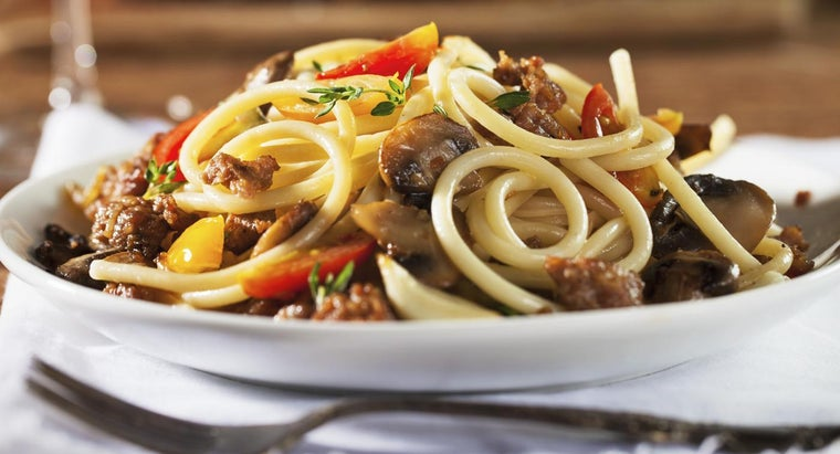 What Are Some Easy Noodle Recipes for a Family of Four?