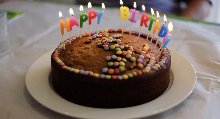 What Are Some Fun Birthday Party Cake Decorating Ideas?