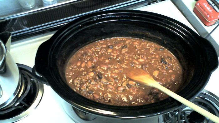 Where can one find customer reviews on the Bella slow cooker?