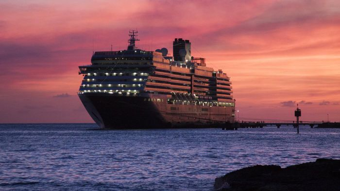 How long do the Holland America shore excursions last?