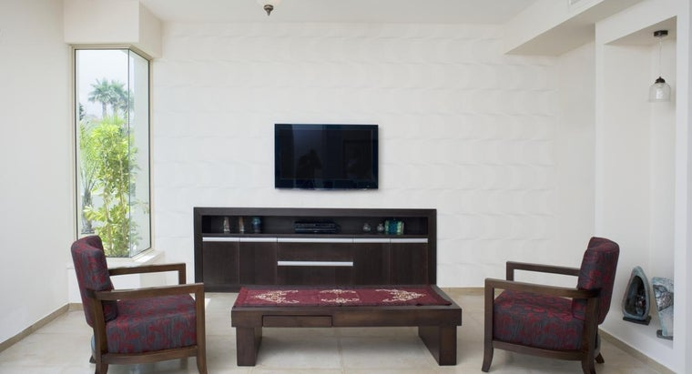 What Is a Good Way to Arrange Furniture in a Small Living Room?
