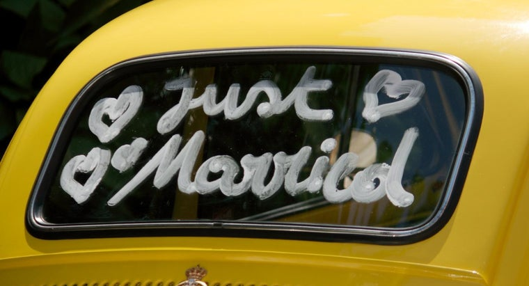 Is It Good Etiquette to Write a Letter to a Newlywed Couple?
