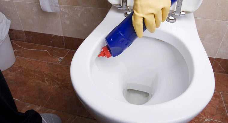 What Is the Best Way to Remove a Rust Stain From a Toilet?