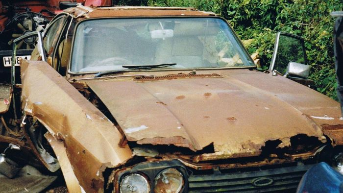 How Do You Determine the Value of a Salvaged Car?
