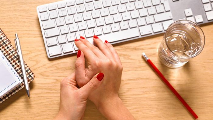 What Are Common Causes of Arthritis in the Hands?