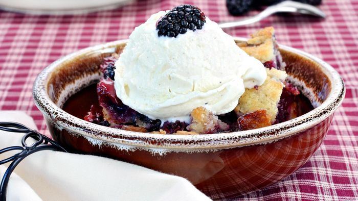 How Do You Make Easy Blackberry Cobbler?