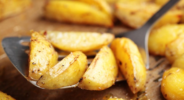What Is an Easy Way to Make Roasted Potatoes?