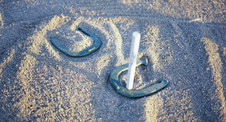 What Are the Scoring Rules of the Game Horseshoes?