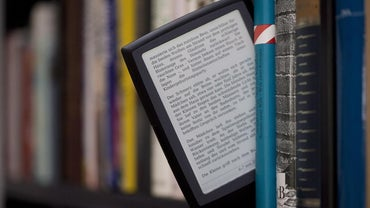 What Are Some Differences Between a Kindle and a Nook?