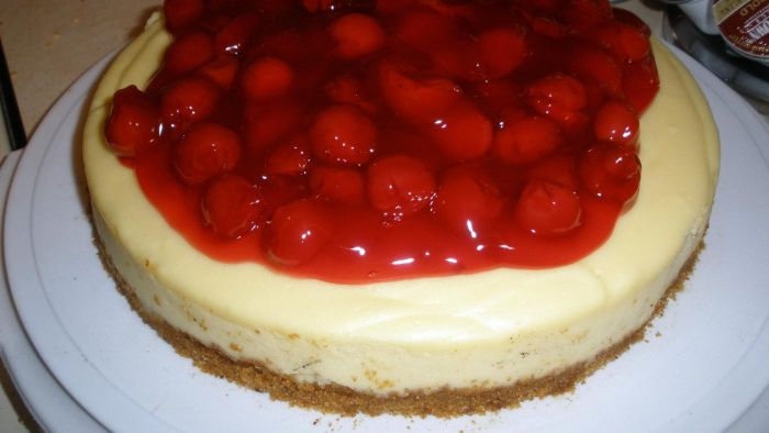 How do you make a simple cherry cheesecake?