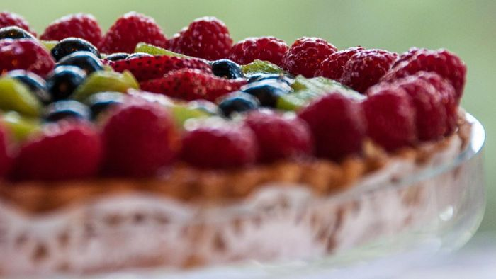 What Are Some Easy Fruit Tart Recipes?