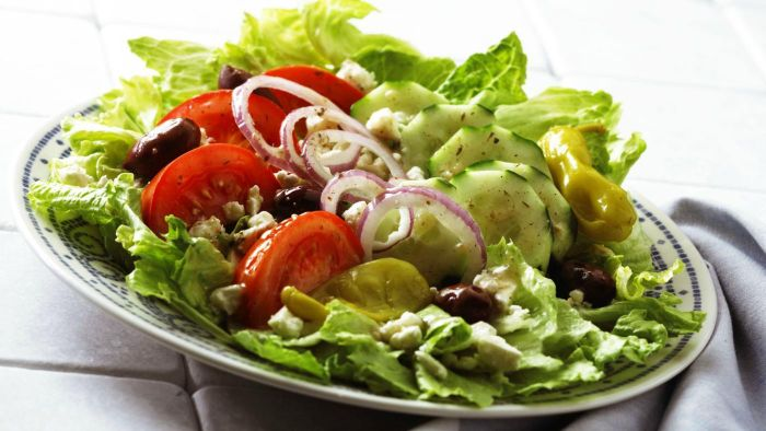 What is a good Greek salad recipe?