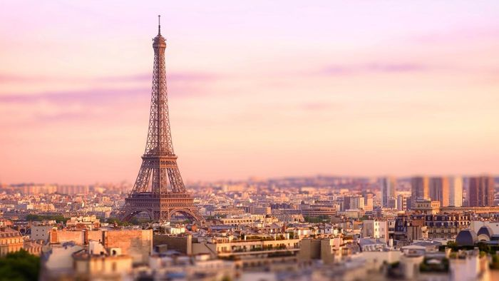 What Are Some Popular Hotels Located Near the Latin Quarter in Paris?