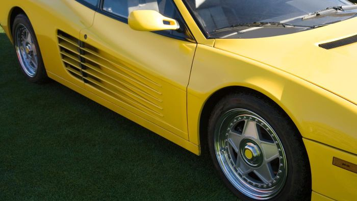 What Are Some Features of a 1991 Ferrari Testarossa?