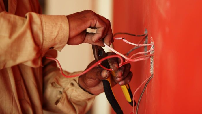What Are Some Basic Guidelines for Electrical Wiring Inside of a House?