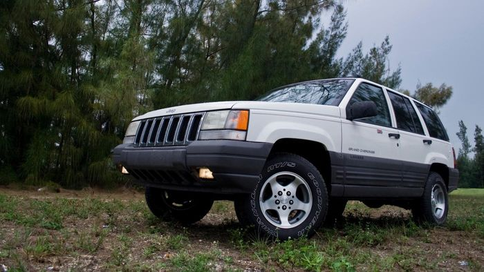 What Are the Features of the 2001 Jeep Cherokee?