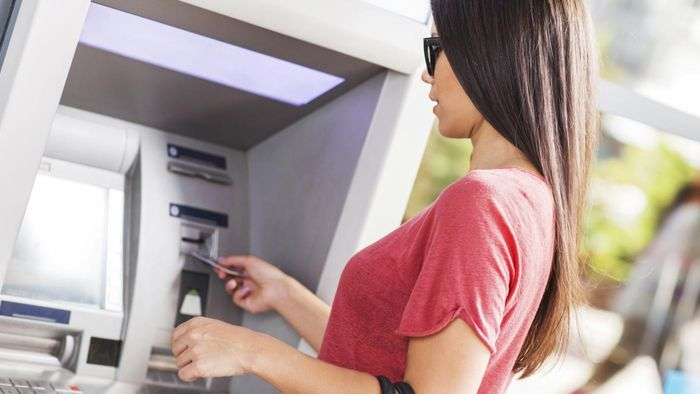 What Banks Let You Withdraw $10 From an ATM Without a Surcharge?