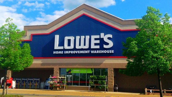 What brands of kitchen appliances does Lowes carry?