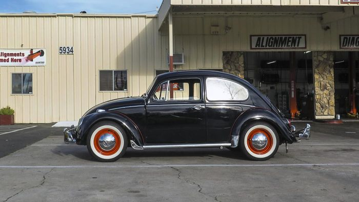Is Automatic Transmission Standard on a Volkswagen Beetle?