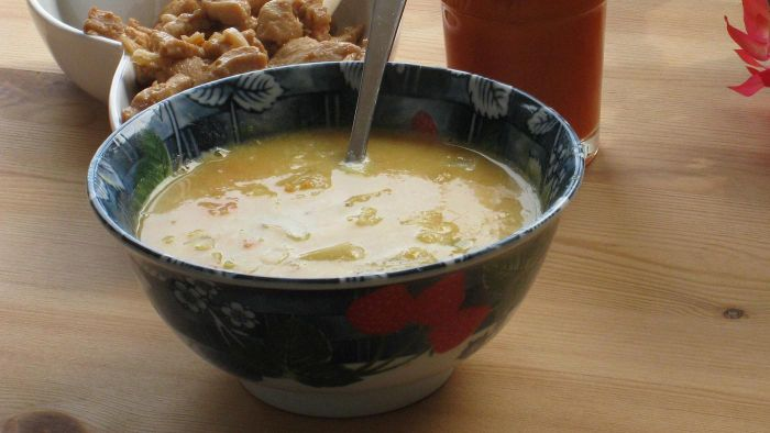 What Is the Recipe for Paula Deen's Chicken Soup?