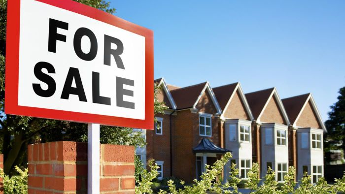 How Do You Find Out About Bank-Owned Houses for Sale?