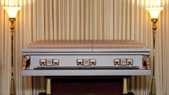 What Are Some Services Offered by Funeral Homes?