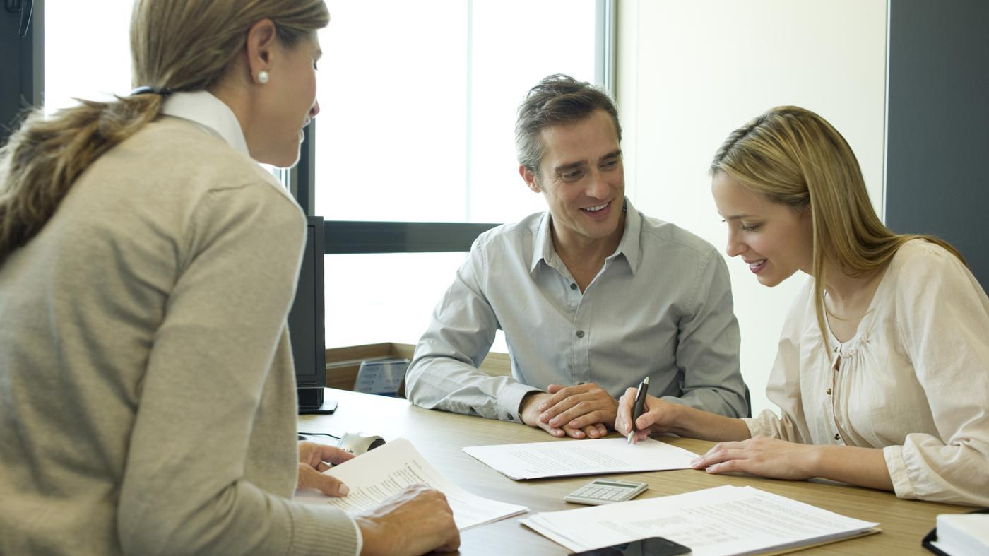 What Are Some Good Ways to Present a Business Plan to a Loan Officer?