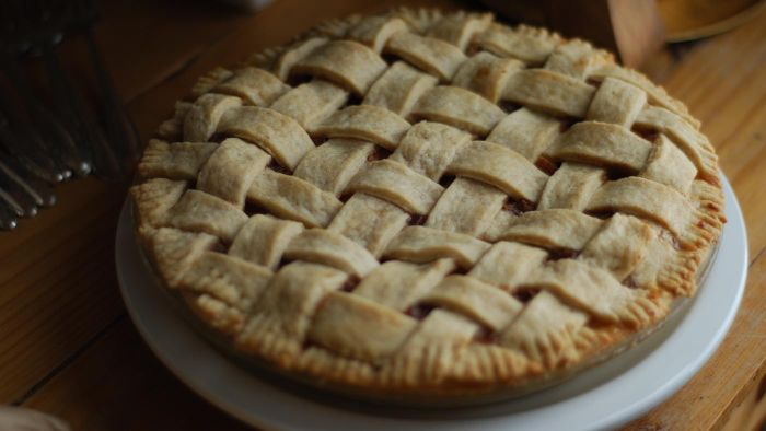What Are the Ingredients in Apple Pie Recipes?