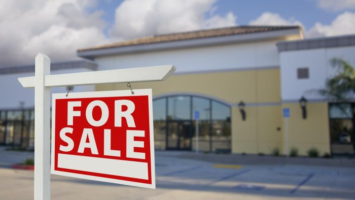 How Do You Put up a Commercial Building for Sale?
