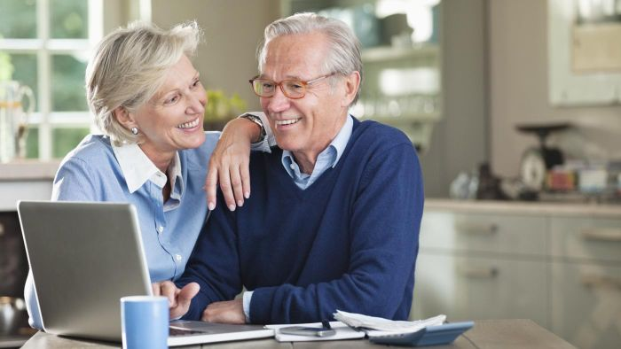 What is a lifetime annuity calculator?