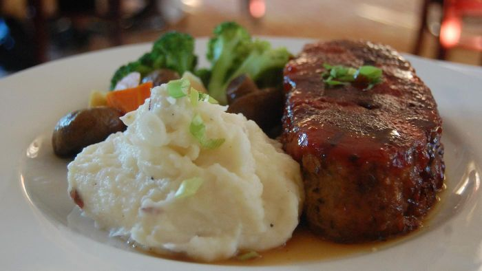 What Is the Recipe for Paula Deen's Meatloaf?