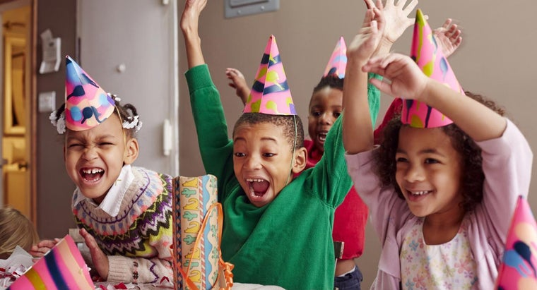 What Are Some Good Games to Play at a Kid's Party?