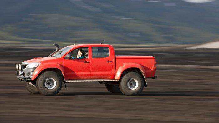 How Do You Choose a Paint Color for a Truck?