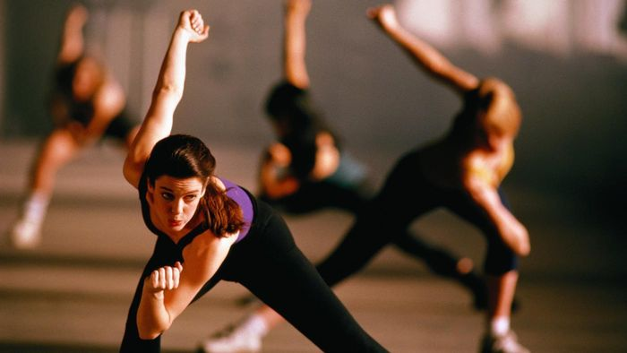 Where can you view the schedule of classes at Gold's Gym?