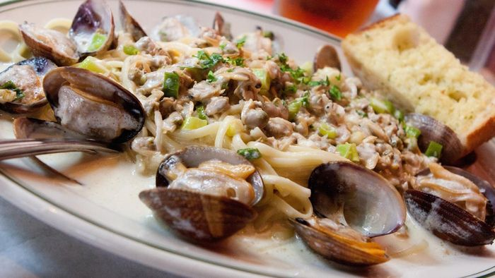 What Is a Good White Sauce Recipe for Seafood?