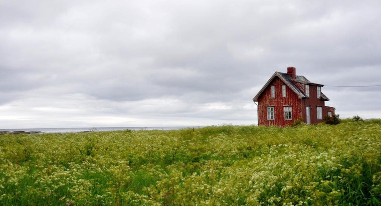 Is a Real Estate Broker Needed to Find a Farmhouse for Rent?