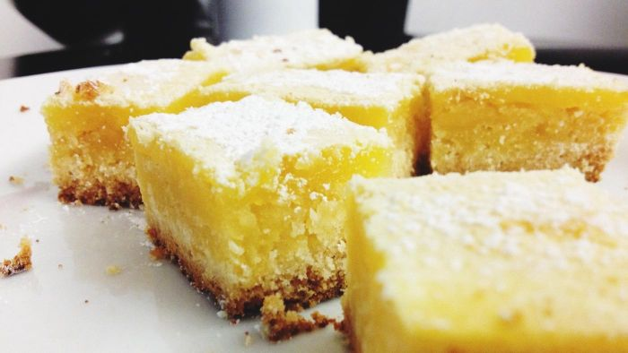 What Are Some Recipes for a Good Moist Lemon Cake?