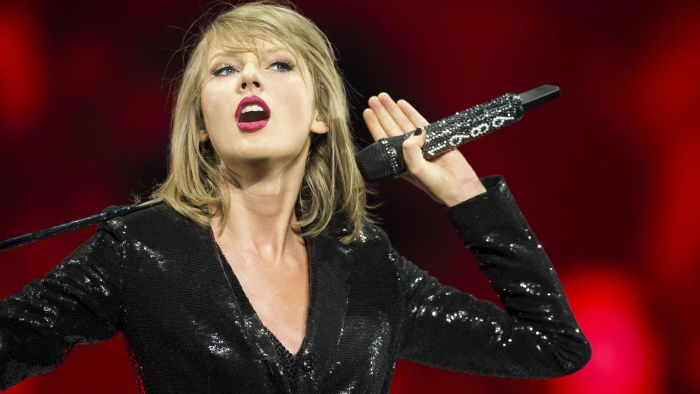 Is There a Way Fans Can Contact Taylor Swift That Doesn't Require a Phone Number?