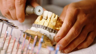 Does Dental Insurance Pay for a Full Mouth of Dentures?