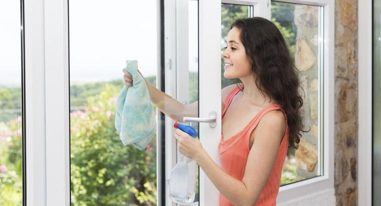 How Do You Clean Windows Without Leaving Streaks?