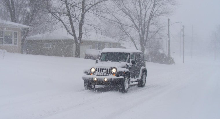 How Do You Choose a Good Car for Snow Driving?