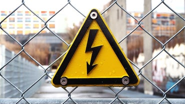 How Do You Construct a Simple Electric Fence?